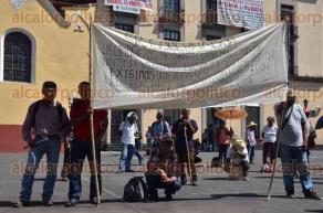 Xalapa, Ver., 29 de agosto de 2016.- Comuneros de Santa Clara, municipio de Tantoyuca bloquearon por unos momentos la calle Enr�quez para exigir el servicio de agua potable.