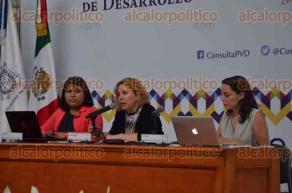 Xalapa, Ver., 29 de agosto de 2016.- La tarde de este lunes, siguieron en la USBI las actividades del Foro de Consulta Ciudadana para integrar el Plan Veracruzano de Desarrollo con el tema