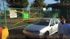 Xalapa, Ver., 30 de agosto de 2016.- Desde temprana hora fueron tomadas las instalaciones de la SEV; manifestantes, que se mantuvieron en el anonimato, colocaron pancartas en donde exig�an �respeto a los derechos labores� y