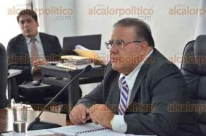 Xalapa, Ver., 30 de agosto de 2016.- El consejero presidente del OPLE, Jos� Alejandro Bonilla, presidi� la Sesi�n Ordinaria donde se desahogaron 13 puntos de la orden del d�a.