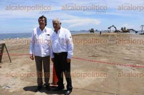 Veracruz, Ver., 30 de agosto de 2016.- La escollera poniente de la ampliaci�n portuaria, lleva 2.4 kil�metros de avance y el tablaestacado, donde se construir� el nuevo muelle, lleva 700 metros de construcci�n.