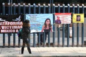 Ciudad de M�xico, 30 de agosto de 2016.- Durante el D�a Internacional de las V�ctimas de Desaparici�n Forzada, en el monumento a Cuitl�huac y en la PGR, integrantes de FUNDEM y familiares de personas desaparecidas exigieron acciones inmediatas para su localizaci�n y castigo a los responsables.