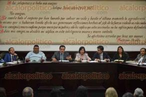 Xalapa, Ver., 30 de agosto de 2016.- Se efectu� sesi�n de Cabildo, la cual fue presidida por el alcalde de Xalapa, Am�rico Z��iga, y en la que se aprob� el Reglamento para Prevenir y Eliminar la Discriminaci�n en el Municipio.