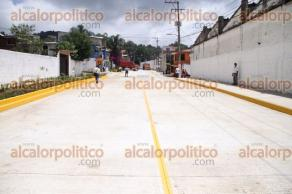 Xalapa, Ver., 31 de agosto de 2016.- El alcalde de Xalapa, Am�rico Z��iga inaugur� la pavimentaci�n hidr�ulica de la calle Francisco V�zquez de la colonia Obrero Campesina.