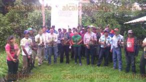 Tlalnelhuayocan, Ver., 31 de agosto de 2016.- CONAFOR entreg� 8 mil �rboles a habitantes de la localidad El Zapotal, con lo que se busca la restauraci�n del bosque de niebla de la subcuenca del r�o Pixquiac.