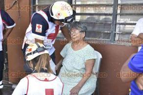 Veracruz, Ver., 31 de agosto de 2016.- Atienden bomberos y personal de Protecci�n Civil incendio en vivienda de la avenida Constituyentes, entre Alcocer y Juan Enr�quez, en la colonia Pascual Ortiz Rubio.