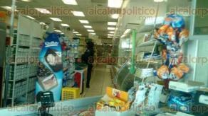 Veracruz, Ver., 31 de agosto de 2016.- Dos ladrones amagaron con una pistola a los empleados de la sucursal de Farmacias Guadalajara, en la colonia Ignacio Zaragoza, de donde lograron escapar con dinero en efectivo.