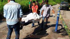 Medell�n de Bravo, Ver., 23 de septiembre de 2016.- El cuerpo de un hombre, de entre 45 y 50 a�os de edad, fue encontrado en un terreno cercado. Se presume que habr�a sido asesinado a golpes.