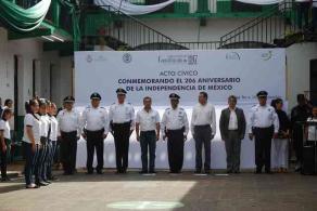 Xalapa, Ver., 24 de septiembre de 2016.- Este s�bado se efectu� la ceremonia c�vica conmemorativa del 206 Aniversario del inicio de la gesta de Independencia en el Bachillerato �Constituci�n de 1917� Mixta.