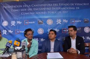 Xalapa, Ver., 25 de septiembre de 2016.- El regidor sexto del Ayuntamiento, Heriberto Ponce, acompa�ado por Rosalinda Mart�nez, representante de la Uni�n Iberoamericana de Municipalistas, dieron a conocer los pormenores del IV Encuentro Internacional de Comunicadores P�blicos.