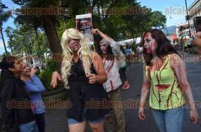 Xalapa, Ver., 25 de septiembre de 2016.- Zombis llegaron al parque Ju�rez a promocionar la carrera