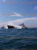 Veracruz, Ver., 25 de septiembre de 2016.- Petr�leos Mexicanos (PEMEX) inform� que a las 16:00 horas de este domingo qued� extinguido el incendio del buque Burgos, derivado de una agresiva maniobra en la que utilizaron espuma contra incendios.