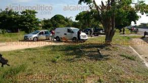 Cosoleacaque, Ver., 26 de septiembre de 2016.- La ma�ana de este lunes fue hallado el cuerpo de una persona en el interior de un autom�vil particular en la autopista Nuevo Teapa-Cosoleacaque a la altura de la colonia 8 de mayo.
