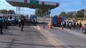 �lamo, Ver., 26 de septiembre de 2016.- Habitantes de nueve localidades de Chicontepec e Ixhuatl�n de Madero acusan al Gobierno estatal de no liberar 17 millones de pesos que autoriz� la Federaci�n para la rehabilitaci�n de un tramo carretero que va de Buenavista a Colatl�n.