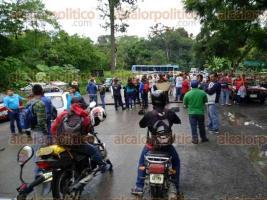 Coatepec, Ver., 27 de septiembre de 2016.- Tambi�n la carretera a Xico, a la altura de Zimpizahua est� cerrada por inconformes.