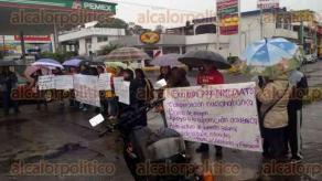 Xalapa, Ver., 27 de septiembre de 2016.- Profesores tambi�n bloquearon la calle Allende a la altura de la Comisi�n Federal de Electricidad.