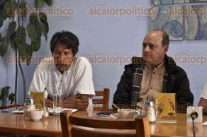 Xalapa, Ver., 27 de septiembre de 2016.- En conferencia de prensa, Alfonso Osegueda Cruz, integrante del CESEM, acompa�ado de los integrantes de PUCARL invit� a la poblaci�n xalape�a a participar en dos eventos que se efectuar�n el 2 y 5 de octubre.