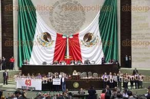 Ciudad de M�xico, 27 de septiembre de 2016.- En el pleno de la C�mara de Diputados, a dos a�os de la desaparici�n forzada de los 43 normalistas de Ayotzinapa y el asesinato de 6 personas m�s, s�lo legisladores de MORENA y PRD exigen una investigaci�n real y castigo a los responsables.