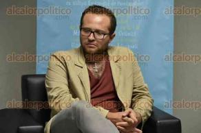 Xalapa, Ver., 27 de septiembre de 2016.- Con la participaci�n de Eur�dice Ramos, Humberto Sol�rzano Angulo y Jos� Antonio Hernanz Moral, se desarroll� la mesa de di�logo