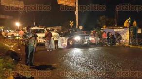 Banderilla, Ver., 28 de septiembre de 2016.- Docentes que dijeron no tener siglas de ning�n sindicato, cerraron a las 6:40 la carretera en la curva conocida como �El Gallito� en ambos sentidos.