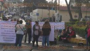 Xalapa, Ver., 28 de septiembre de 2016.- Manifestantes tambi�n mantienen bloqueada la calle Allende.
