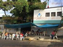 Fort�n, Ver.- 28 de septiembre de 2016.- Habitantes de Monte Salas y colonia San Jos� exigen al director de la CASF, Gabriel Sayeg Nevares, que reduzca los costos de contrataci�n en el servicio ya que actualmente tiene un costo de 5 mil pesos.