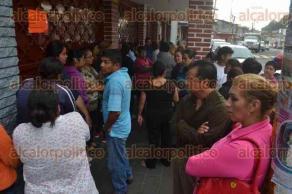 Xalapa, Ver., 28 de septiembre de 2016.- Padres de familia de la escuela L�zaro C�rdenas del R�o se quejan de no tener informes por parte del Director, sobre la situaci�n del profesor acusado de acoso sexual a estudiantes de dicha instituci�n.