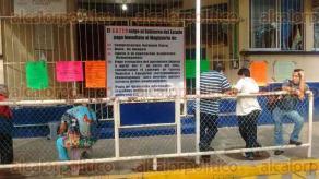 Coatzacoalcos, Ver., 28 de septiembre de 2016.- Algunas escuelas del municipio pararon labores en apoyo a docentes que permanecen sin recibir su pago y que forman parte del Sindicato Democr�tico de Trabajadores del Estado de Veracruz (SDTEV).