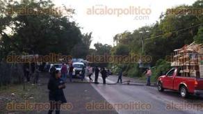 Xalapa, Ver., 29 de septiembre de 2016.- Por cuarto d�a consecutivo, docentes volvieron a bloquear la carretera Coatepec-Xico a la altura de Zimpizahua.