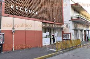 Xalapa, Ver., 29 de septiembre de 2016.- Profesores de la primaria �Manuel Boza� se encuentran en paro por incumplimiento de pago del Gobierno estatal, exigen pago completo.