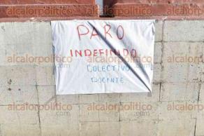 Xalapa, Ver., 29 de septiembre de 2016.- Profesores de la primaria �Enrique C. R�bsamen� se encuentran en paro laboral por incumplimiento de pago del Gobierno estatal, exigen pago completo.