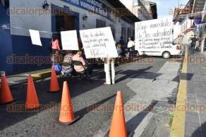 Xalapa, ver., 29 de septiembre de 2016.- Profesores bloquean desde las 8:00 horas de este jueves la vialidad sobre la calle Zamora.
