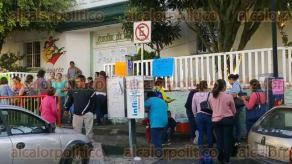 Xalapa, Ver., 29 de septiembre de 2016.- En paro laboral, tambi�n el Jard�n de Ni�os Pestalozzi, alrededor de 20 docentes toman las instalaciones, exigen se les pague lo que se adeuda.