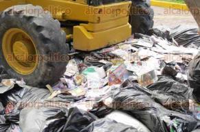 Veracruz, Ver., 29 de septiembre de 2016.- Aparatos de grabaci�n, ropa y botellas de licor de diversas marcas, todos productos falsificados, fueron destruidos por la PGR, bajo supervisi�n del Ministerio P�blico de la Federaci�n y otras dependencias.