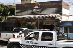 Veracruz, Ver., 29 de septiembre de 2016.- Al tratar de resistirse a un atraco al interior de una cafeter�a Dolcetto, un arquitecto fue herido de bala en una pierna por 2 asaltantes que huyeron a bordo de una motocicleta.