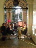 C�rdoba, Ver., 30 de septiembre de 2016.- Trabajadores de diversas constructoras tomaron, por m�s de media hora, el Palacio municipal en exigencia de pagos.