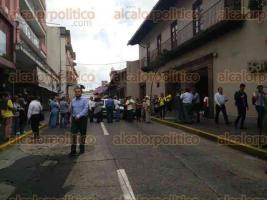 Xalapa, Ver., 30 de septiembre de 2016.- Jubilados y pensionados bloquearon la calle Xalape�os Ilustres a la altura del BANAMEX.