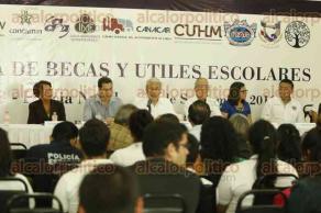 Veracruz, Ver., 30 de septiembre de 2016.- Empresarios adheridos al Consejo Coordinador Empresarial entregaron apoyos y becas a elementos de la Polic�a Naval.