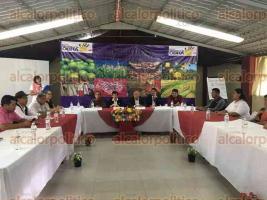 Xalapa, Ver., 20 de octubre de 2016.- Realizan la VII Asamblea Ordinaria de la asociaci�n �Manos a la Obra� en el parque Do�a Falla.