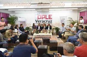 Xalapa, Ver., 20 de octubre de 2016.- El OPLE organiza el foro �Participaci�n ciudadana, paradojas y retos en el futuro inmediato�.
