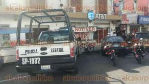 Veracruz, Ver., 21 de octubre de 2016.- Elementos polic�acos y param�dicos de la Cruz Roja acudieron a las oficinas de una empresa de telefon�a para atender a una empleada que momentos antes hab�a sido asaltada.