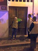 Xalapa, Ver., 22 de octubre de 2016.- Durante la noche del viernes y madrugada del s�bado, la Subdirecci�n de Comercio del Ayuntamiento clausur� dos bares del Centro Hist�rico que operaban de manera irregular.
