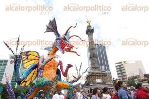Ciudad de M�xico, 22 de octubre de 2016.- Cientos de alebrijes tomaron las calles del Centro Hist�rico en el d�cimo desfile de los m�sticos animales. Con m�sica y gran colorido miles de personas disfrutan del magno evento cultural.