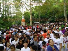 Xalapa, Ver., 23 de octubre de 2016.- Con gran �xito, se desarroll� la carrera �Zombies vs Humans� organizada por el DIF municipal, la cual tuvo como escenario principal el Santuario del Bosque de Niebla y logr� convocar a m�s de 900 participantes.