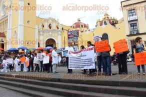 Xalapa, Ver., 23 de octubre de 2016.- M�dicos de esta ciudad protestan en Plaza Lerdo en contra de la Reforma en salud.