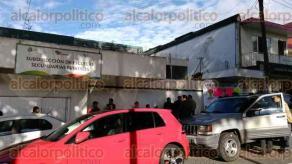 Xalapa, Ver., 24 de octubre de 2016.- Amanecen tomadas las oficinas de la Subdirecci�n de Escuelas Secundarias Estatales en la avenida Orizaba por el Sindicato Magisterial Veracruzano.