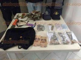 Juchique de Ferrer, Ver., 24 de octubre 2016.- En el veh�culo de 3 hombres que habr�an asaltado una tienda CONASUPO, se hallaron 2 billetes falsos de 500 pesos, un gafete de Telmex, as� como gorras con los logos del IPAX y SSP
