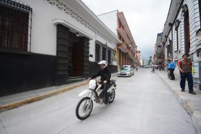 Xalapa, Ver., 25 de octubre de 2016.- Este lunes se abri� a la circulaci�n vehicular el �ltimo tramo de la reconstrucci�n de la calle Ignacio Zaragoza, la circulaci�n por esta calle ahora es fluida.