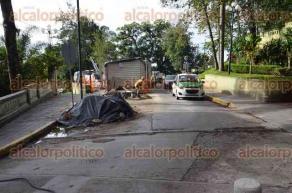 Xalapa, Ver., 25 de octubre de 2016.- La calle de Allende en el tramo que conduce a la calle Zaragoza, se encuentra habilitada en un solo carril, pues a�n no est� completamente terminada la rehabilitaci�n.