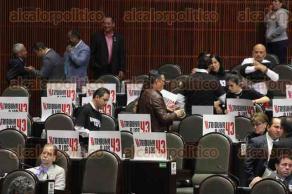 Ciudad de M�xico, 25 de octubre de 2016.- Legisladores de MORENA presentaron una iniciativa para permitir a los padres de los 43 normalistas de Ayotzinapa subir a tribuna en San L�zaro para presentar su problema y puntos de vista ante el Congreso.